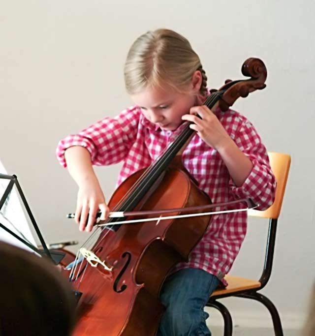 Lilli am Violoncello